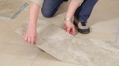 Как клеить кварцвиниловую плитку на пол?