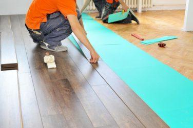 Как настелить ламинат на бетонный пол?