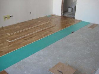 Как ложиться ламинат на бетонный пол?